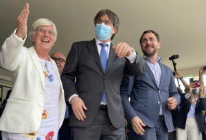 Clara Ponsatí, Carles Puigdemont i Toni Comín, a Sardenya