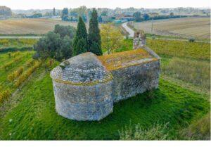L'ermita de Sant Nazari de les Olives, a prop d'on projecten l'aeròdrom